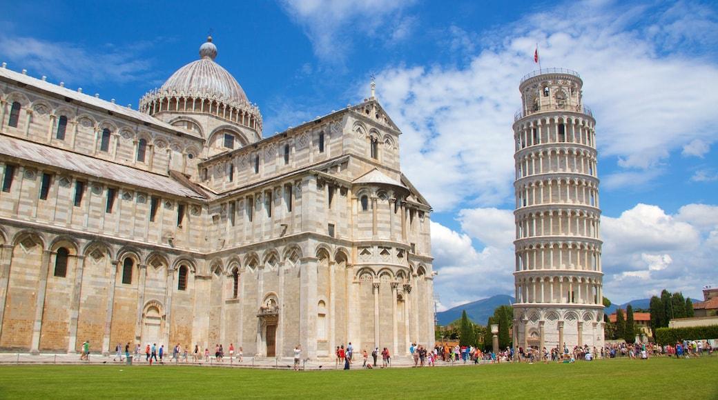 Pisa que incluye elementos del patrimonio, una iglesia o catedral y un monumento