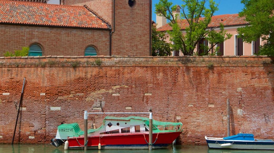 Venetian Ghetto featuring veneily
