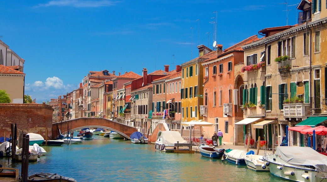 Venetian Ghetto featuring veneily, rannikkokaupunki ja vanha arkkitehtuuri