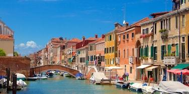 Gueto de Venecia que incluye arquitectura patrimonial, una localidad costera y un puente