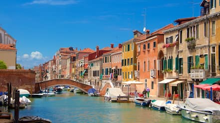 Venetian Ghetto showing boating, a coastal town and heritage architecture