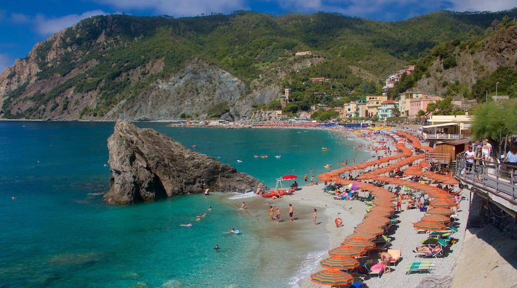 Plage de Monterosso mettant en vedette plage de sable, vues littorales et baignade