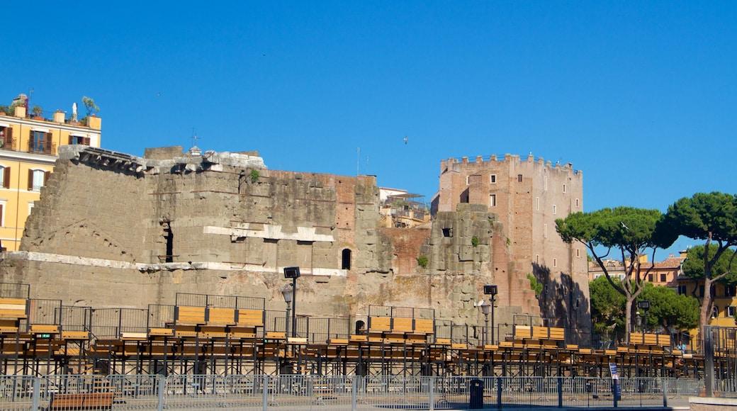 Trajanuksen forum joka esittää vanha arkkitehtuuri