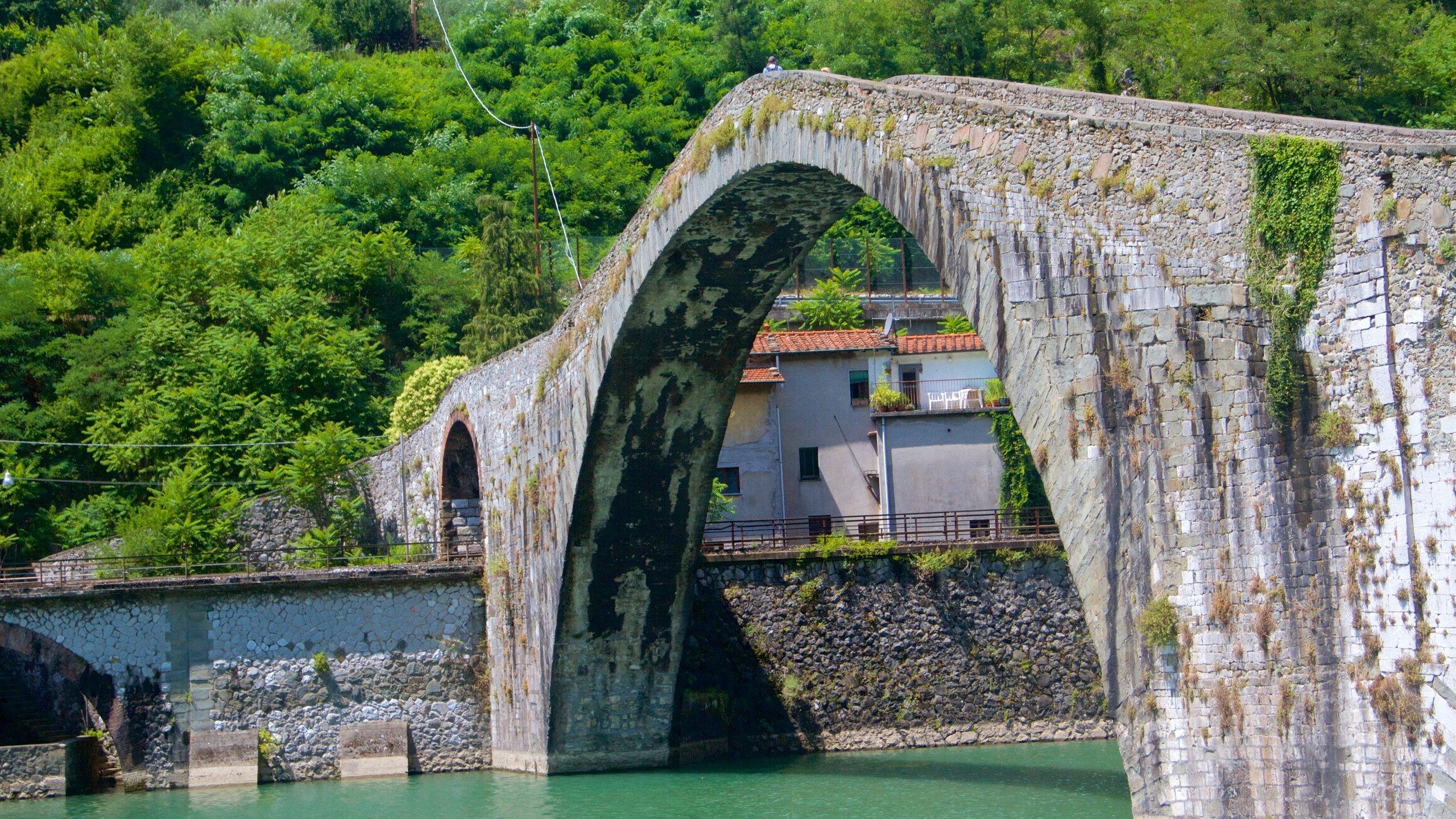 Ponte della Maddalena, Borgo a Mozzano, Toscane, Italië