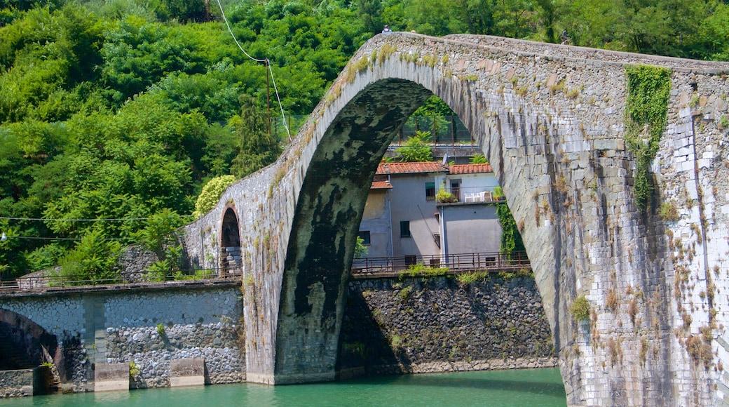 Ponte della Maddalena che include ponte