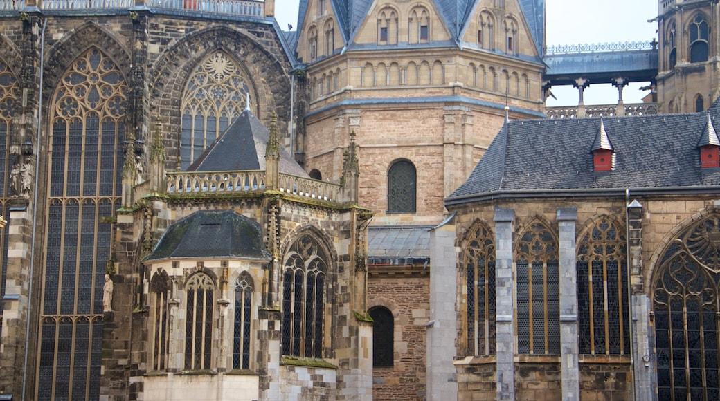 Aachener Dom welches beinhaltet Geschichtliches, historische Architektur und Kirche oder Kathedrale