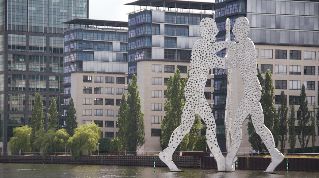 Berlín que incluye una estatua o escultura, arte y arte al aire libre