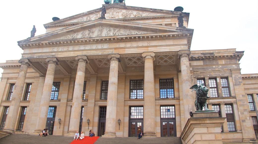 Konzerthaus Berlin mostrando arquitectura patrimonial y elementos patrimoniales