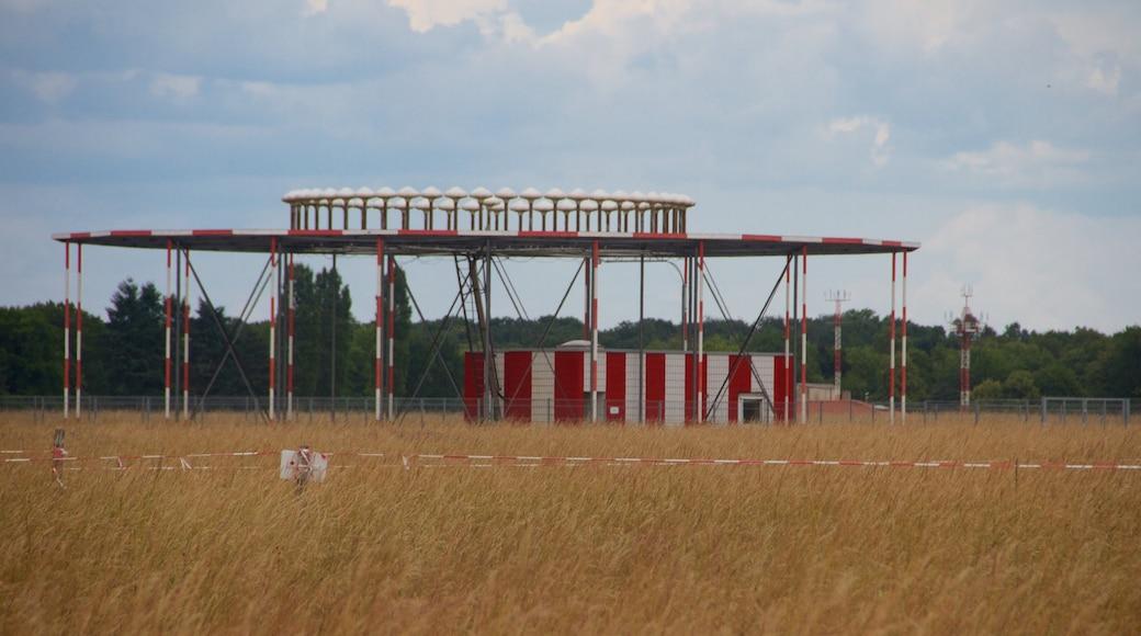 Parque Tempelhof mostrando escenas tranquilas y granja