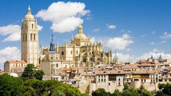 Avila With Walls & Segovia Full-Day Excursion