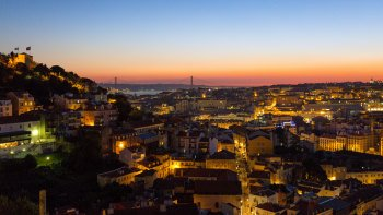 Small-Group Sunset Fado & Dinner Walking Tour