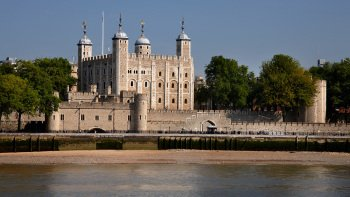 Tower of London Admission with Guided Beefeater Tour & Crown Jewels