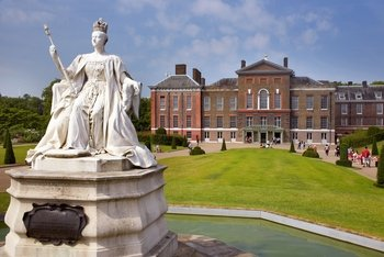Kensington Palace with Diana: Her Fashion Story Exhibition