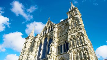 Bath, Stonehenge & Salisbury Cathedral Full-Day Tour with Admission & Lunch
