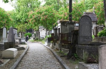 Famous Graves of the P?re Lachaise Cemetery