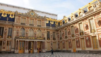 Skip-the-Line: Versailles Palace & Gardens Tour