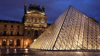 VIP Louvre Museum Evening Tour with Wine Tasting