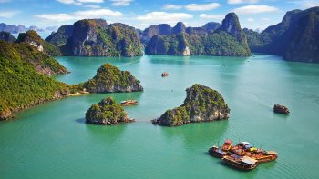 Halong Bay Boat Cruise with Lunch