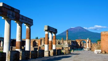 ,Excursión a Pompeya,Excursión a Vesubio,Excursión a Sorrento
