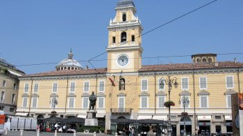 Parma City Center Walking Tour with Local Food Tastings