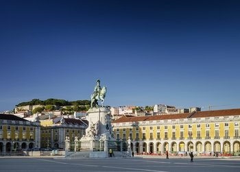 Lisbon Sightseeing & Shopping Day Tour from the Algarve