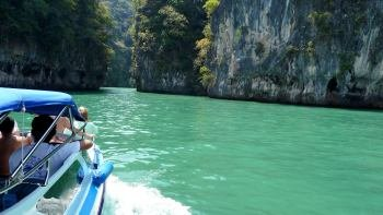 Excursion to Hong Islands via Speedboat