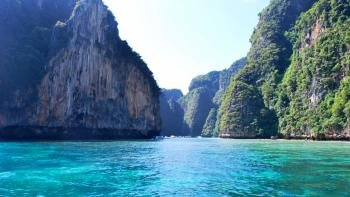 Phi Phi Islands Excursion by Speedboat