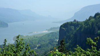 Small Group Columbia Gorge Wine & Waterfalls Tour