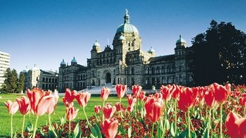 Pacific Coach: Full-Day Victoria & Butchart Gardens Excursion