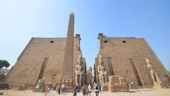 Luxor Full-Day Private Tour via Plane with Lunch