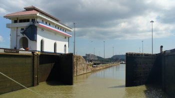 Panama Canal Tour & Shopping Excursion