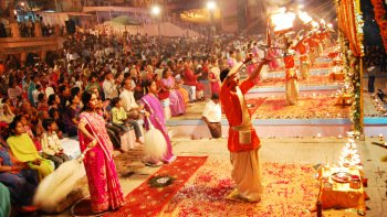 Ceremony at the Ghats of River Ganges with Private transfers