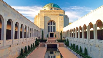 Canberra Sightseeing Day Trip from Sydney