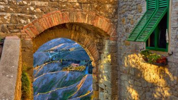 San Gimignano & Volterra Full-Day Tour with Lunch from Siena