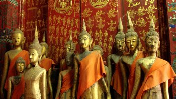 Private Full-Day City, Village & Pak Ou Caves Excursion