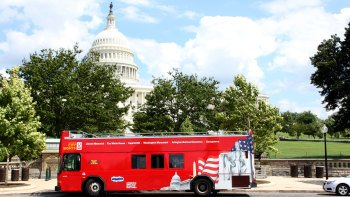 Washington DC Hop-On Hop-Off Bus Tour with Attractions Pass