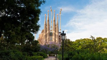 Skip-the-Line Sagrada Família Guided Tour with Tower Ticket