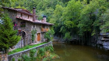 Small-Group Medieval Villages Full-Day Tour