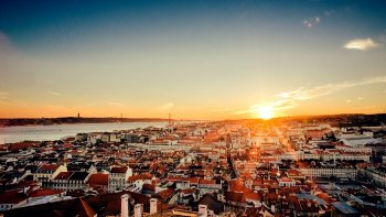 Lisbon Sightseeing Tour from Porto