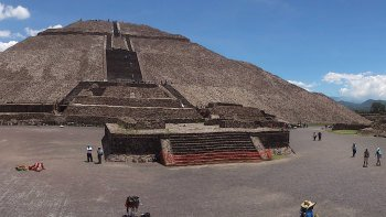 Teotihuacan Pyramids & Guadalupe Shrine Full-Day Tour