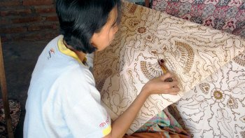 Private Yogyakarta Batik Course with a Local Artisan