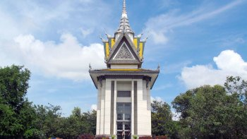Half-Day Wat Phnom & Choeung Ek Killing Fields Tour