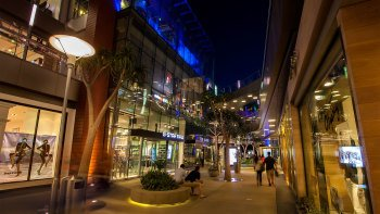 Shop & Dine at Santa Monica Place
