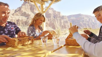 Grand Canyon Picnic with Limo, Landing & Champagne