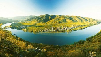 Small-Group Wachau Valley Tour & Wine Tasting