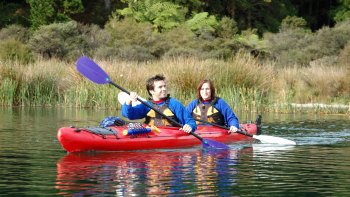 Evening Kayak Tour to Manupirua Hot Pools & Glowworm Caves