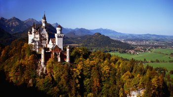 Neuschwanstein & Linderhof Palace Full-Day Premium Coach Tour