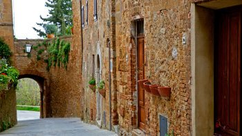 Small-Group Tuscany Tour: Hill Towns, Castles & Vineyards