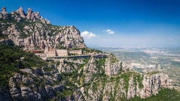 Top City Sights & Montserrat Tour with Cogwheel Train Ride