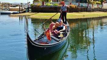 Newport Harbour Canal Cruise with Starters